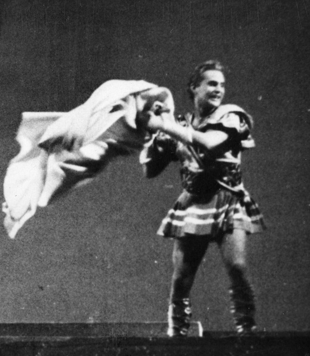 Romulus Linney as Apollodorus